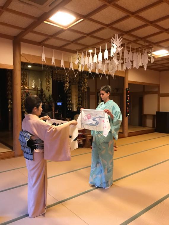 吉野のお寺に泊まって、日本舞踊体験と季節のおすしづくり